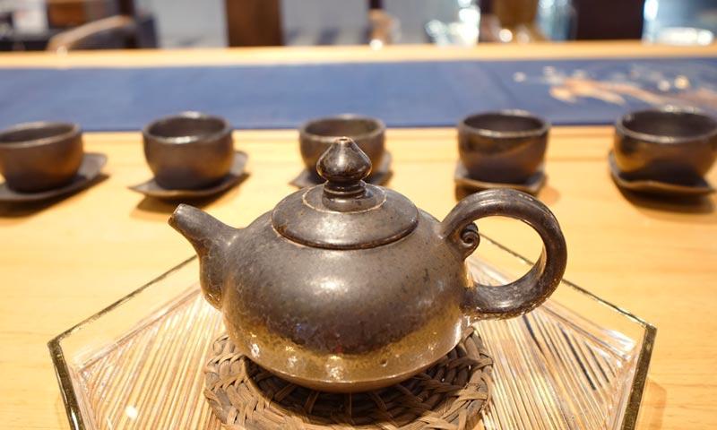 陶藝家吳金維的柴燒茶器