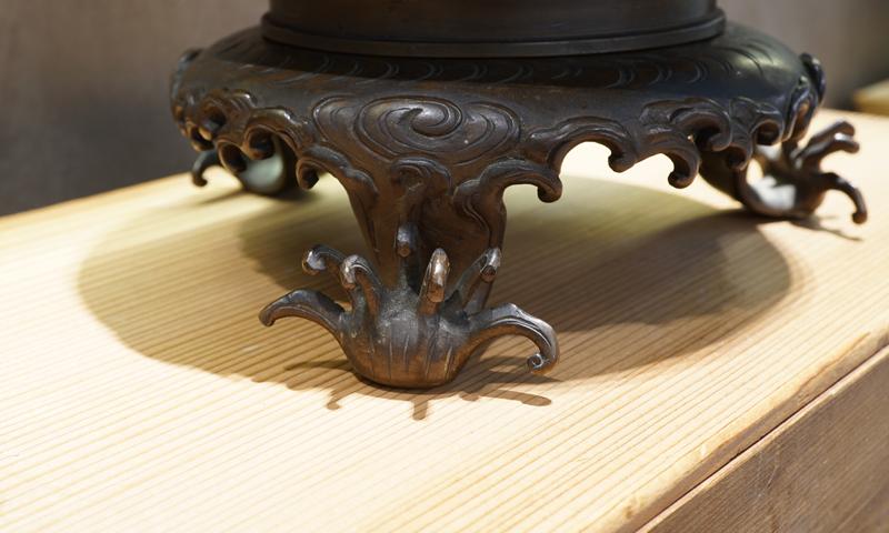一見古美術生活 ‧ 難得一見 ‧ 古董 花道具 【銅雕薄端花器】